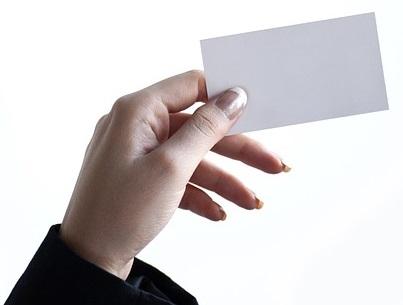 визитка или буклет на языке страны пребывания